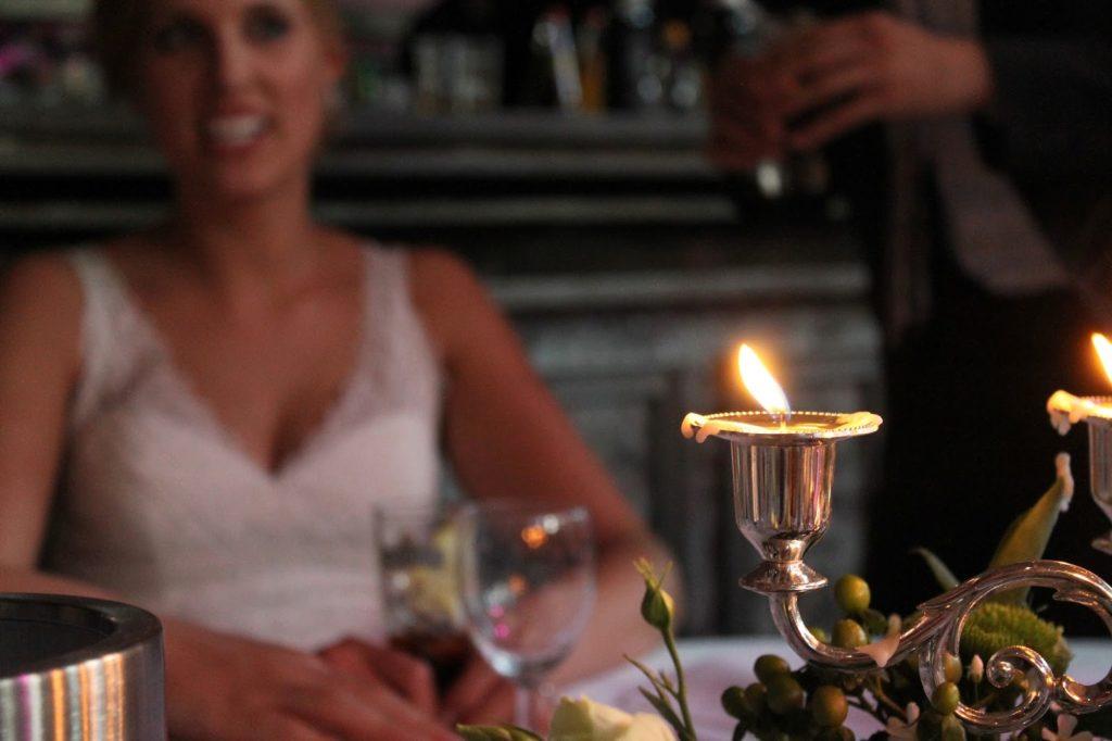 Tischdeko Hochzeit Kerzenhalter und Braut