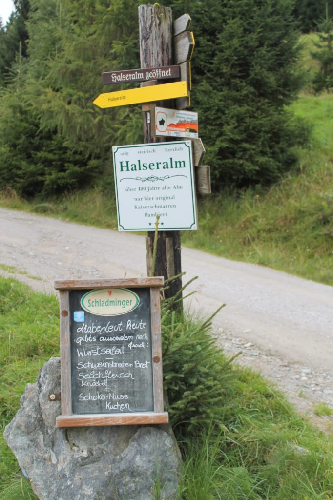 Halseralm Sonnenalm Wegweiser Pichl Schladming Dachstein Rittisberg Halserberg