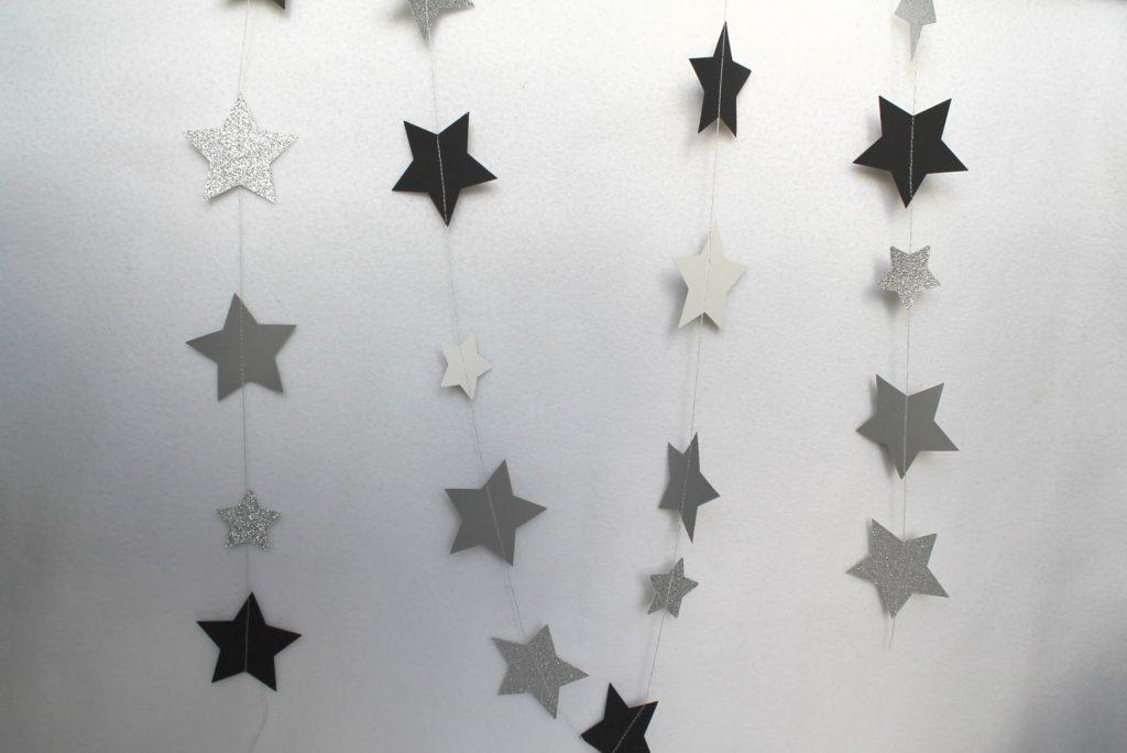 Sternengirlande schwarz weiß in Jules kleines Freudenhaus
