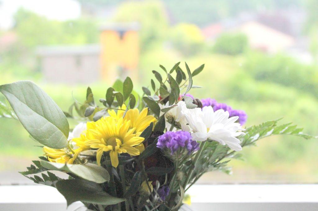 Kuechenfenster Blumen