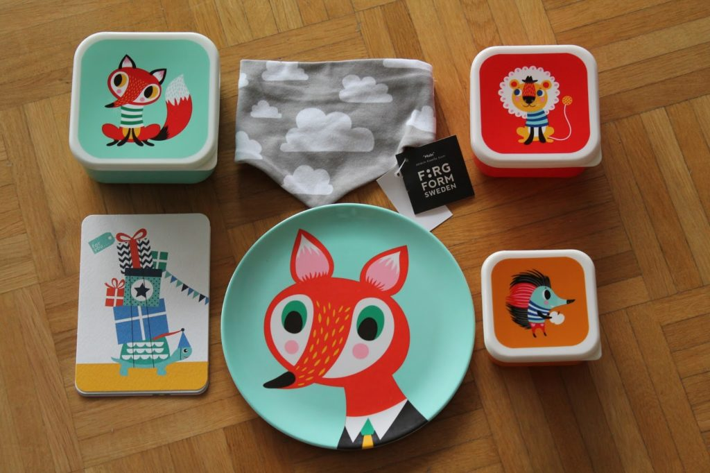 kids plates boxes animals