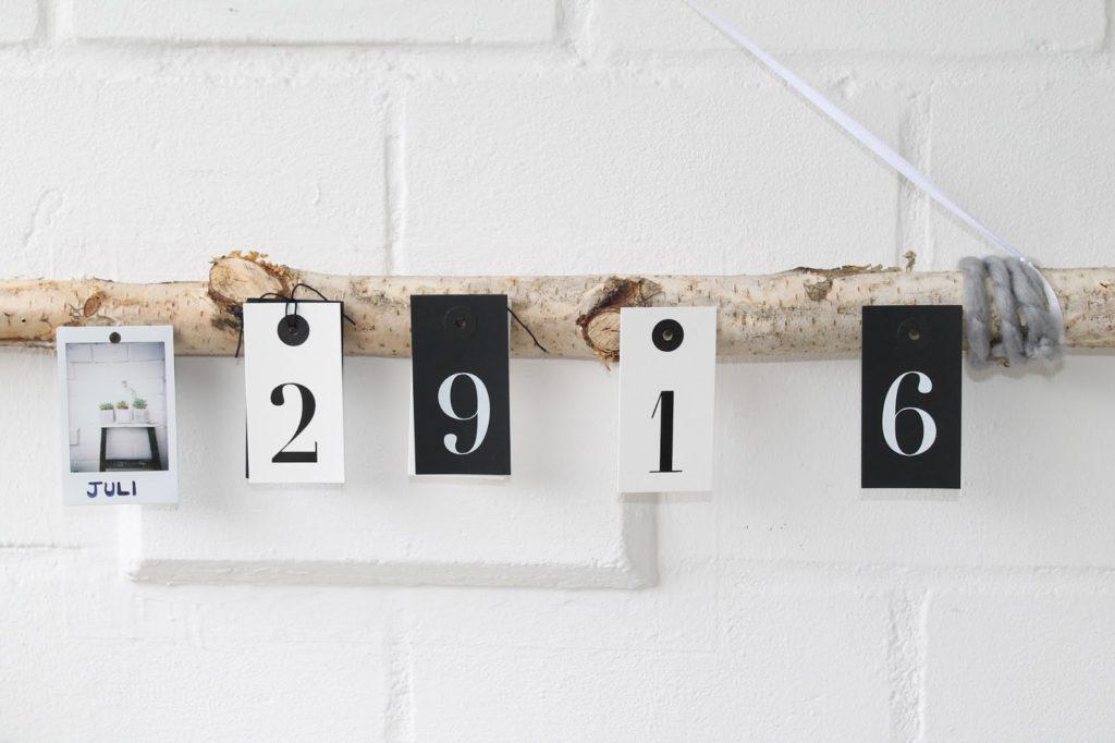 DIY Foto Kalender am Baumstamm Instant Kamera Jules kleines Freudenhaus