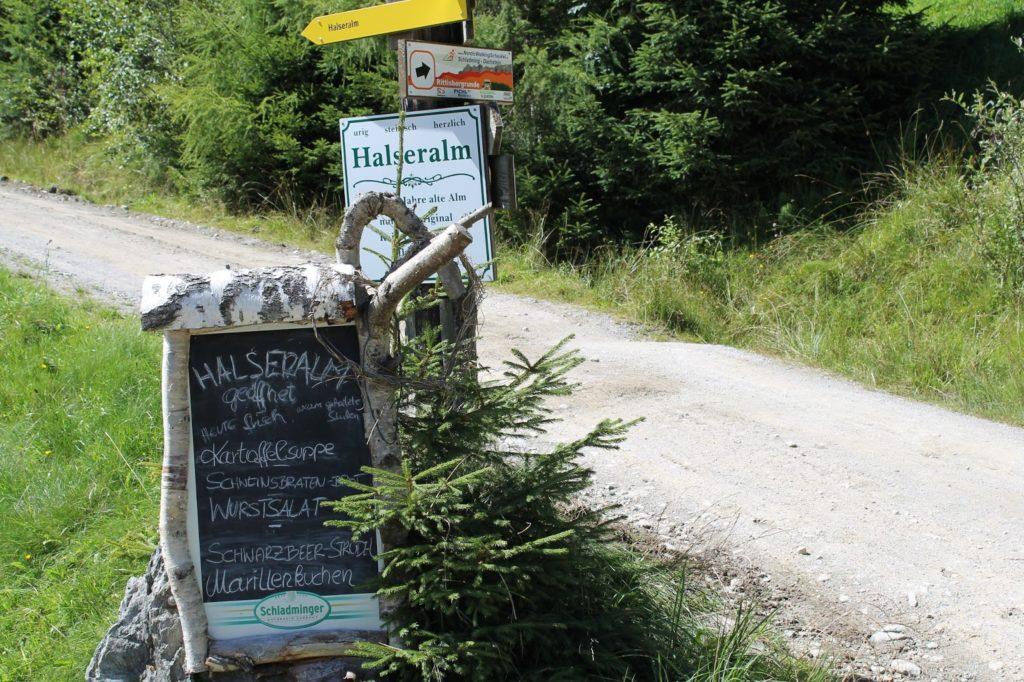 Wanderurlaub mit Kind Schladming Dachstein Halseralm Jules kleines Freudenhaus
