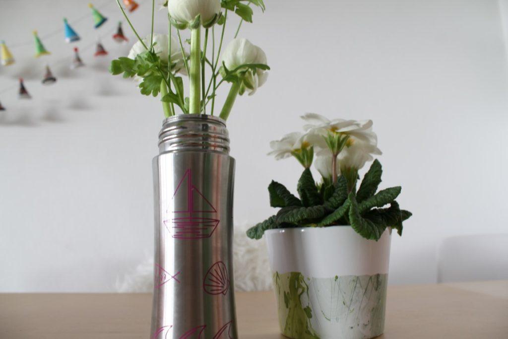 Trinkflasche Affenzahn Edelstahl plastikfrei Jules kleines Freudenhaus Vase Blume Ranunkeln