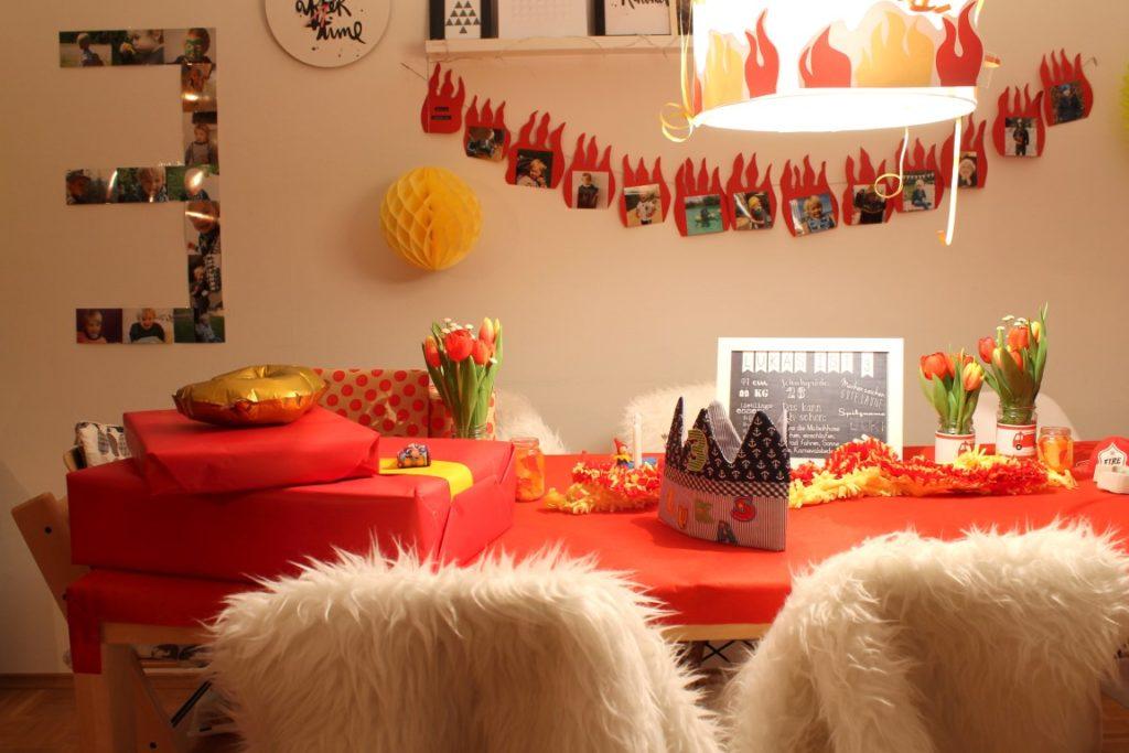 Feuerwehr Geburtstag Kindergeburtstag Feuerwehrmann Sam Jules kleines Freudenhaus gesunde Snacks Buffet Geburtstagstisch