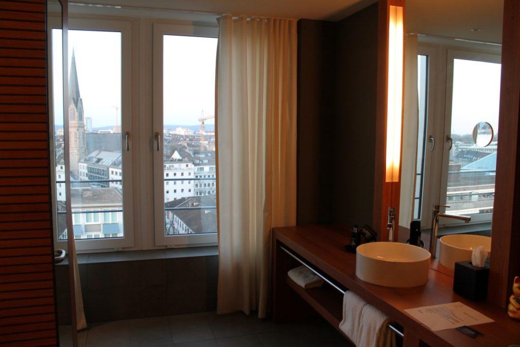 me and all hotels Duesseldorf Zimmer Jules kleines Freudenhaus op joeck