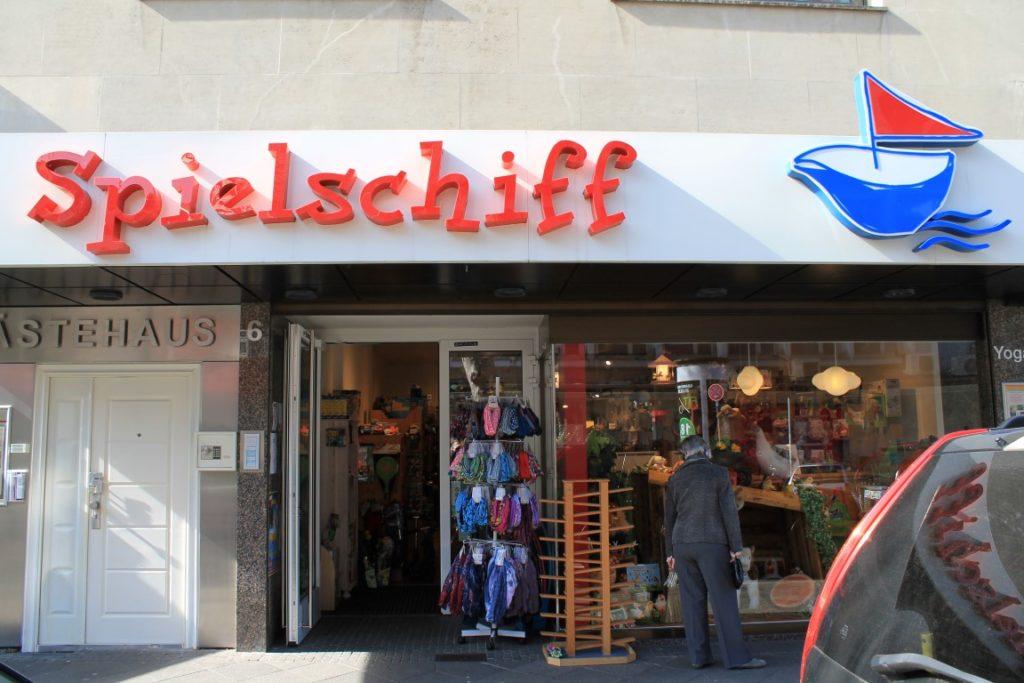 Spielschiff Spielzeugladen Duesseldorf Nordstrasse Jules kleines Freudenhaus