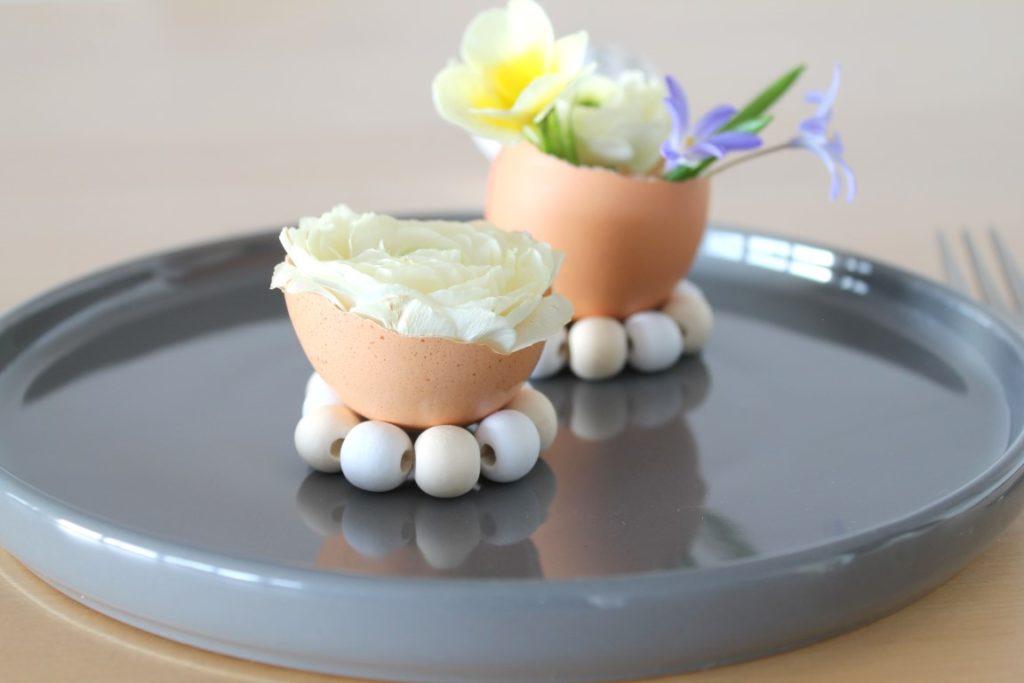DIY Ostergedeck Blumen Eierschale Eierbecher Perlen Jules kleines Freudenhaus