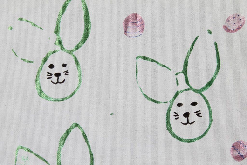 DIY Osterwerkstatt Basteln mit Kindern Klorolle Hasen Ostereier bemalen Jules kleines Freudenhaus