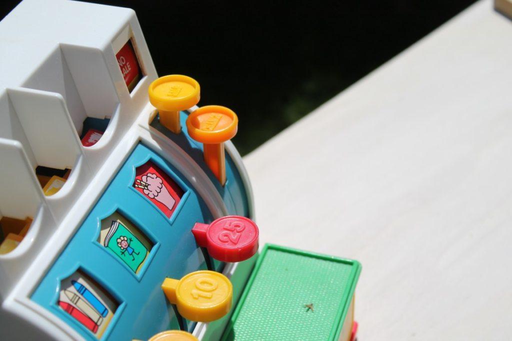 DIY Eiscafe Eiscreme Party Sommerparty Kinder alte Fisher Price Kasse Jules kleines Freudenhaus