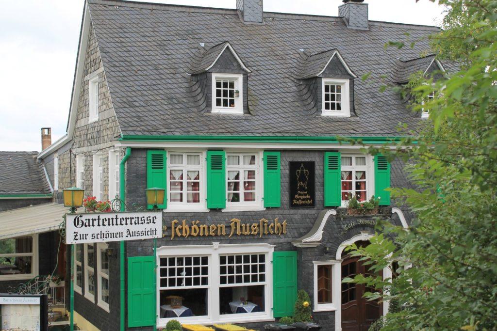 Schloss Burg Solingen Restaurant Ausflugstipp Ferientipp mit Kindern Bergisches Land