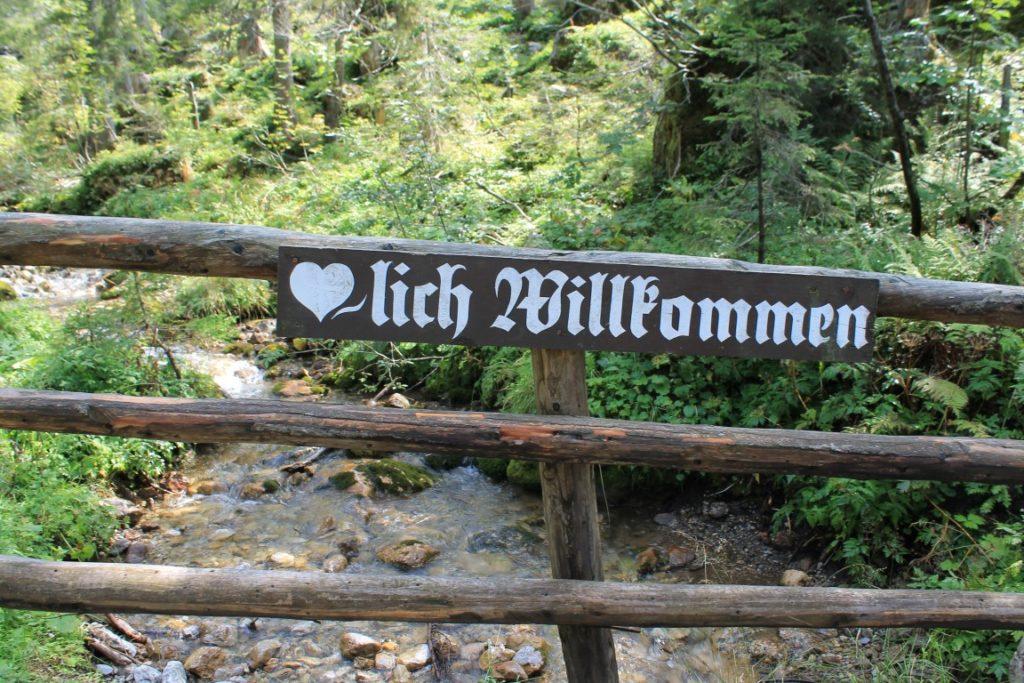 Herzlich Willkommen Oberhofalm Filzmoss Bischofsmuetzen Almsee Steiermark Planai Schladming Familienurlaub Berge Jules kleines Freudenhaus