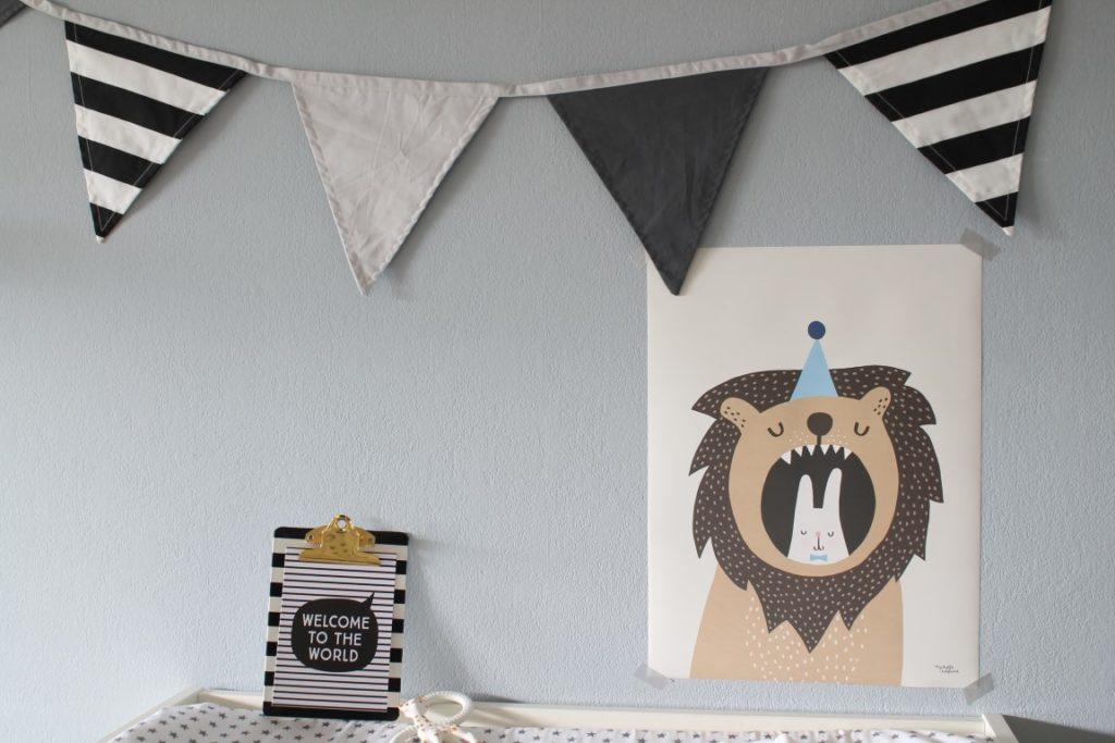 Wickeltisch sakndinavisch schwarz weiss grau pastell Babyzimmer mit tausendkind und Jules kleines Freudenhaus