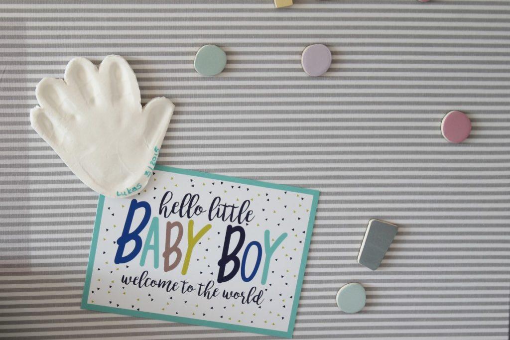 DIY Magnet Modelliermasse Handabdruck Magnetwand skandinavisch schwarz weiss grau pastell Babyzimmer mit tausendkind und Jules kleines Freudenhaus