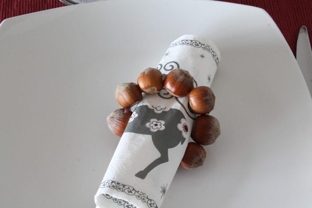 Serviettenhalter Nuesse Tischdeko Weihnachten Advent DIY mit Mandeln Nuessen Jules kleines Freudenhaus