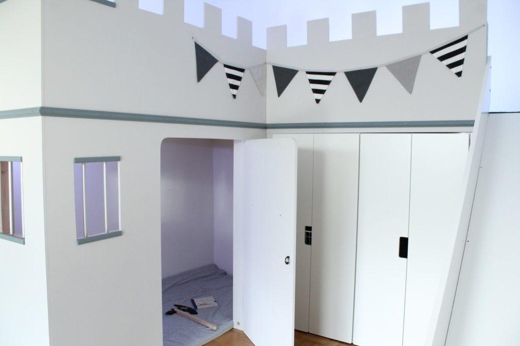 IKEA Hack Hochbett selberbauen Ritterburg Ritterbett Kinderzimmer Gefängnis Jules kleines Freudenhaus
