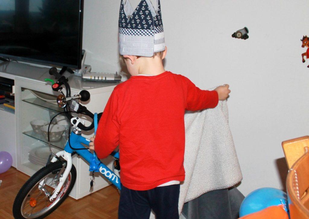 Geschenk zum 4 Geburtstag Fahrrad Rittergeburtstag Ritter Kuchen Kindergeburtstag Mottoparty Ritterburg Tafelrunde Jules kleines Freudenhaus