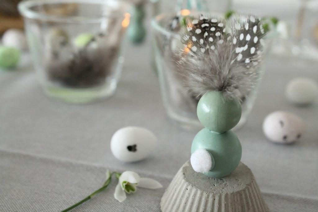 DIY Osterhasen Perlen Holzkugeln Federn Wachtelfedern Jules kleines Freudenhaus