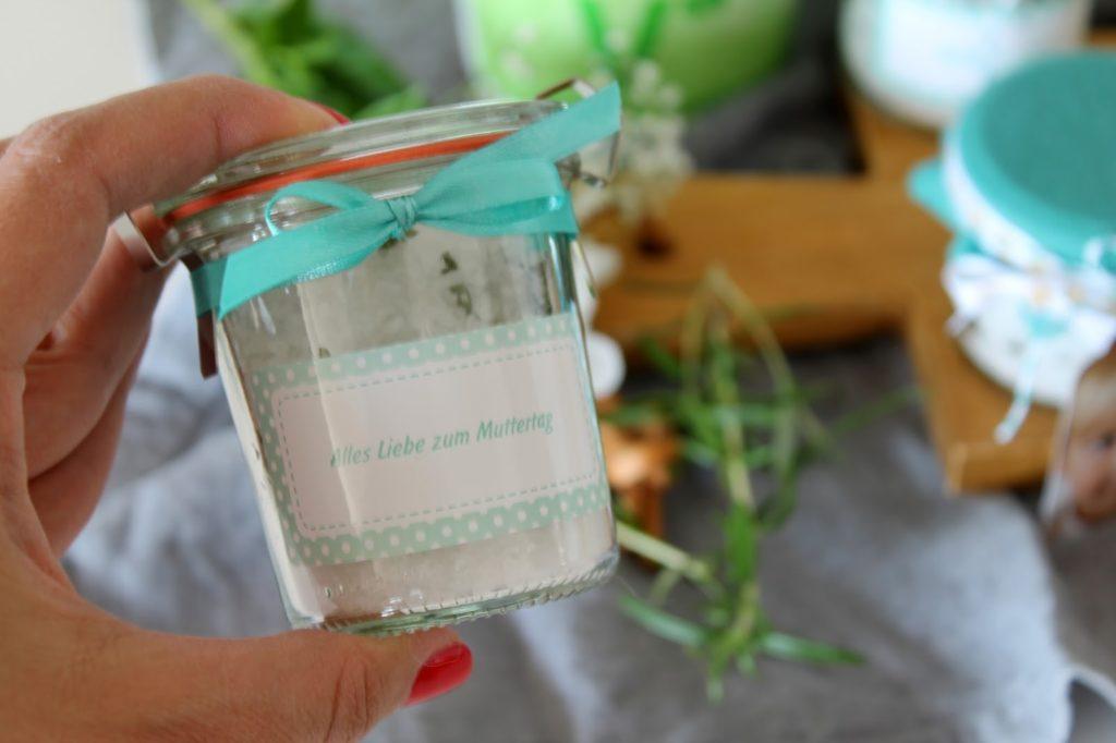 Kraeutersalz selber machen selbstgemacht Geschenke Muttertag Geburtstag Mutter Jules kleines Freudenhaus