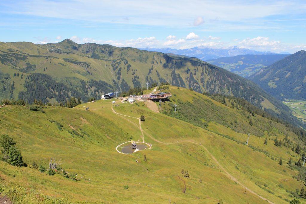 Sommerurlaub in den Bergen mit Kindern Koffer packen Jules kleines Freudenhaus