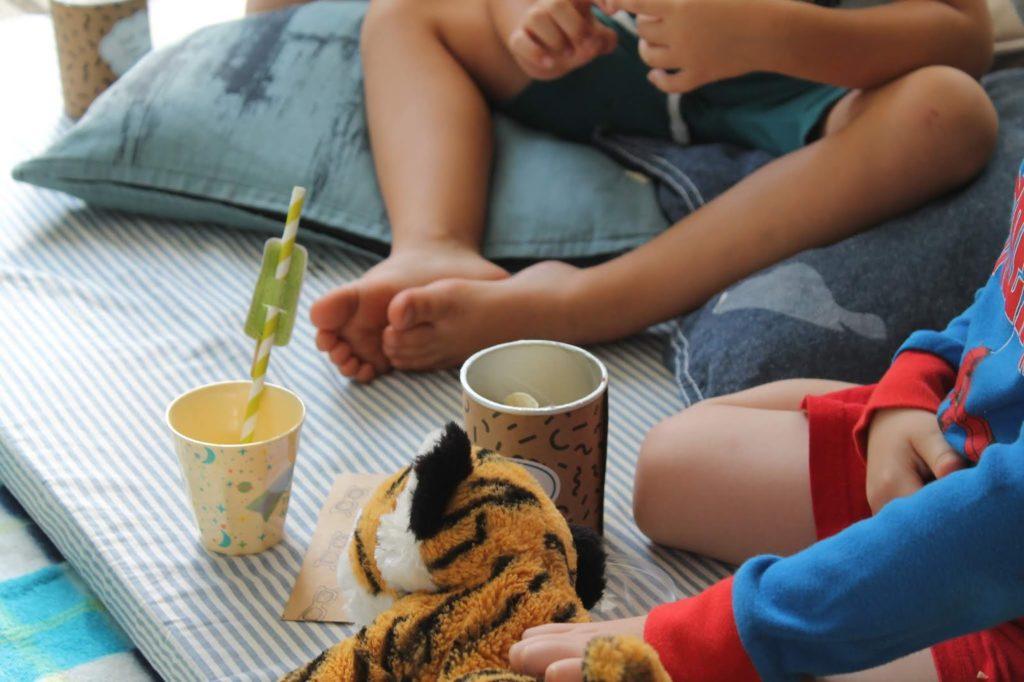 Kinder Open Air Kino Sommerferien Beschaeftigung mit Kindern Kinderkino draussen Garten Jules kleines Freudenhaus