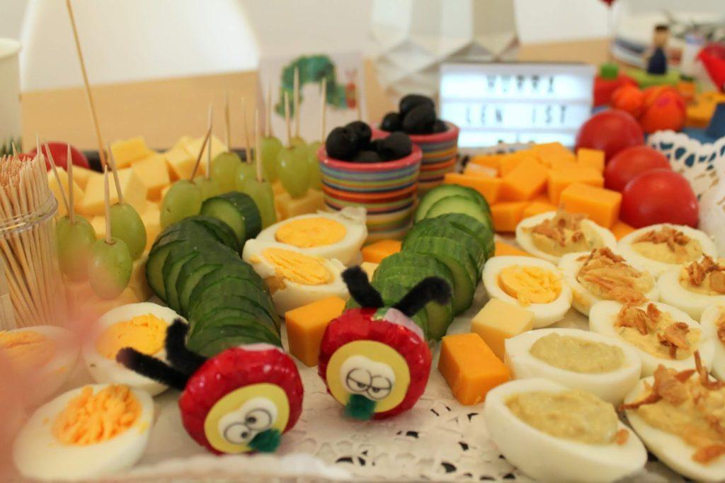 Kaese Gurkenraupe Buffet Raupe Nimmersatt Geburtstag Jules kleines Freudenhaus