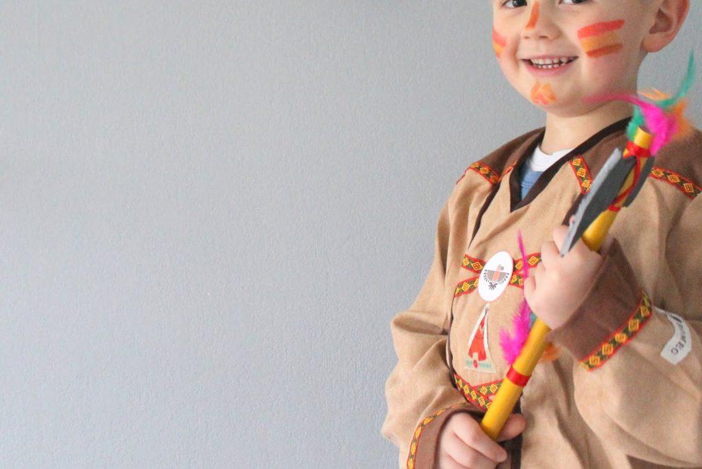 Indianer Schminke DIY Ideen Indianer Kostuem DIY Karneval Kostueme Verkleiden Kinder Indianer Jules kleines Freudenhaus