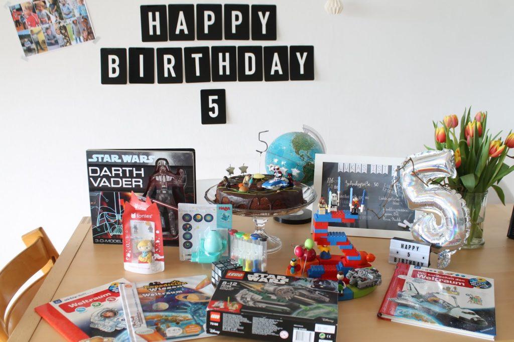 Geschenkideen 5. Geburtstag Kindergeburtstag Geburtstagskind Geburtstagsmorgen Aussendeko Geburtstagszahl LEGO Sterne Meteoriten suchen Deko Weltraum  LEGO Star Wars Jules kleines Freudenhaus