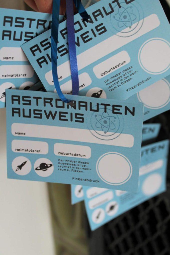 Astronautenausweis Mitgebsel Gastgeschenke Weltraum Kindergeburtstag LEGO Star Wars Jules kleines Freudenhaus