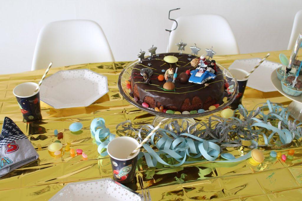 Weltraum Kuchen Geburtstagstisch Kindergeburtstag Deko LEGO Weltraum Party Jules kleines Freudenhaus