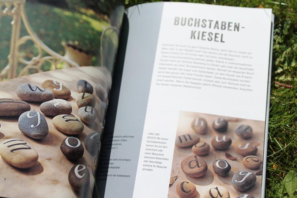 DIY Buchstabenkiesel DIY Drahtregal der dekorierte Garten Buchtipp LV Buch Verlag Jules kleines Freudenhaus inkl Verlosung