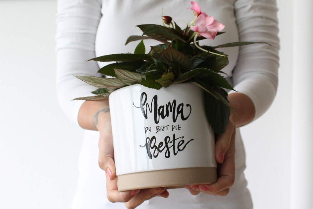 Mama ist die BEste Handlettering Blumentoepfe DIY Jules kleines Freudenhaus
