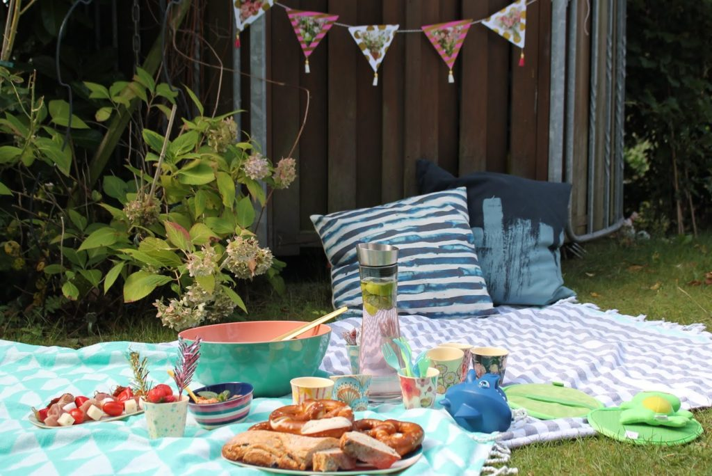Garten-Picknick Picknickideen Sommerkueche draussen mit Kindern Jules kleines Freudenhaus