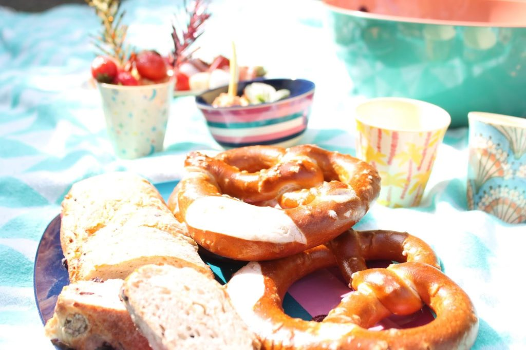 Brezeln Picknickideen Sommerkueche draussen mit Kindern Jules kleines Freudenhaus