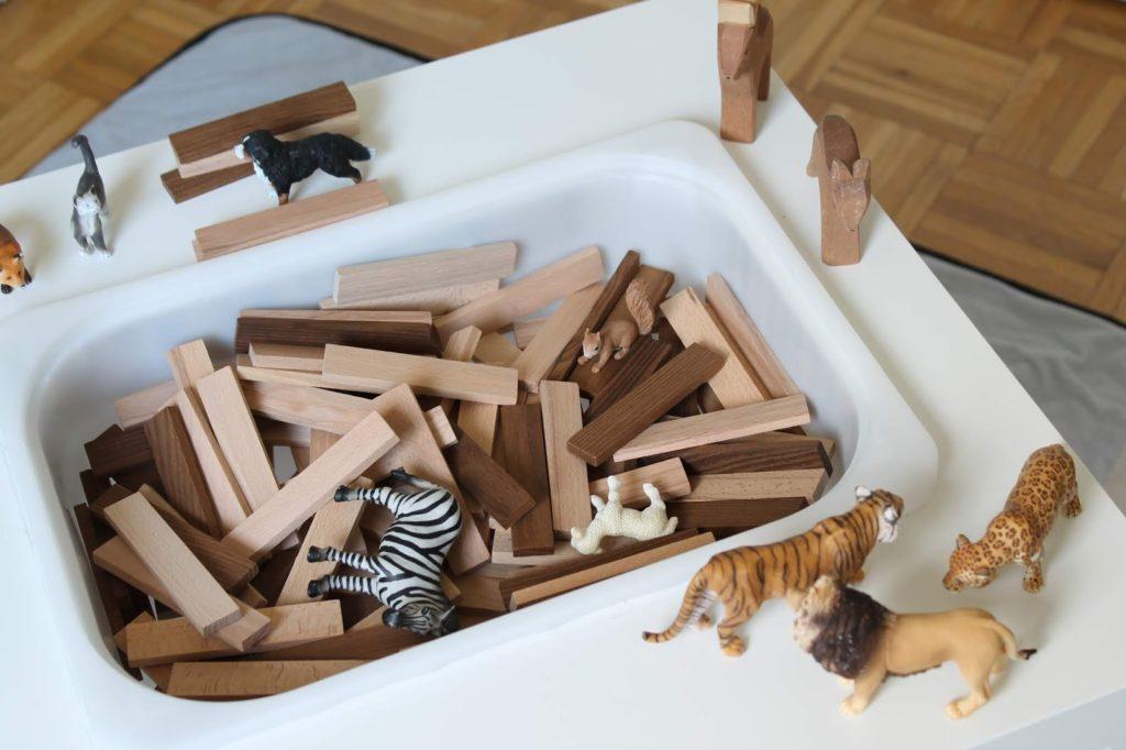 Spieltisch kreative Holzbausteine Schleich TIere Montessori Kinderspielzeug Jules kleines Freudenhaus