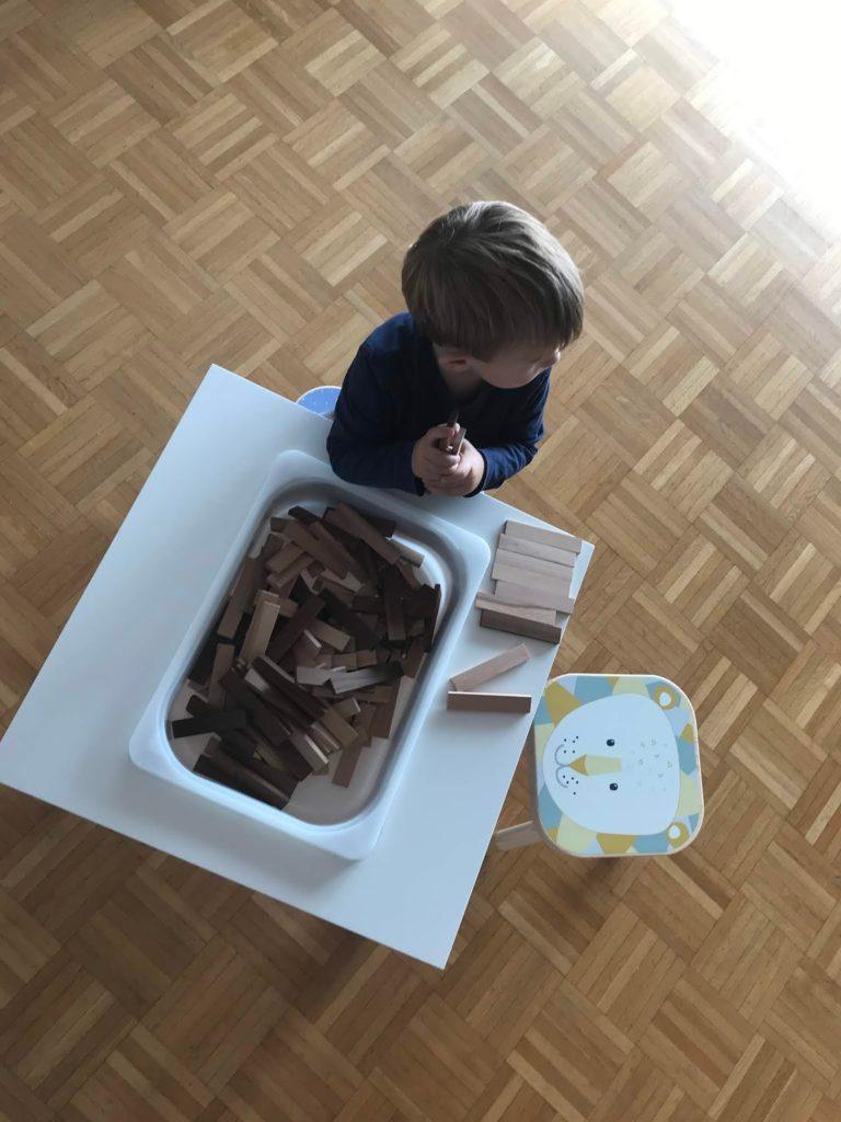 DIY IKEA Spieltisch Spieltisch kreative Holzbausteine Schleich TIere Montessori Kinderspielzeug Jules kleines Freudenhaus
