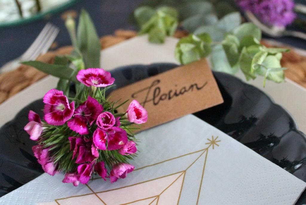 Platzkärtchen Blumen Weihnachten Nelke