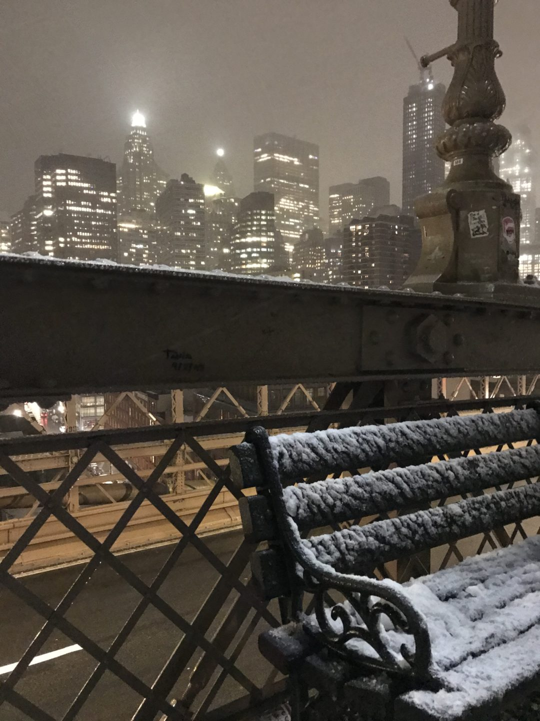 Brooklyn Bridge NEw York in snow