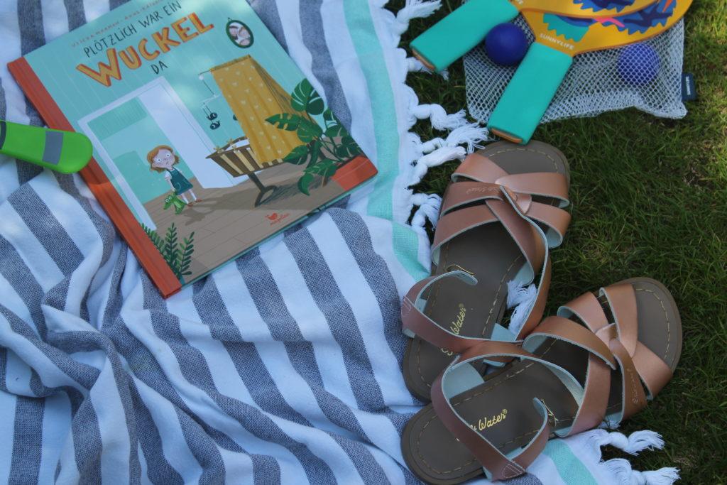 Buch Sandalen Sommer Garten