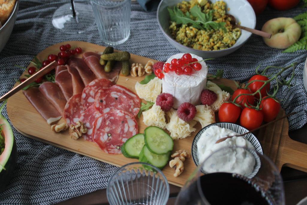 Aufschnitt-Platte Abendbrot Sommer Garten