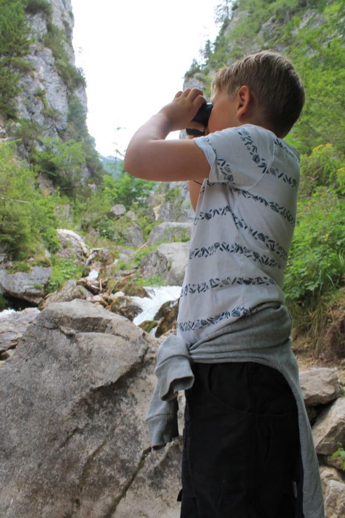 Forscher_Fernglas_Wandern_Kinder