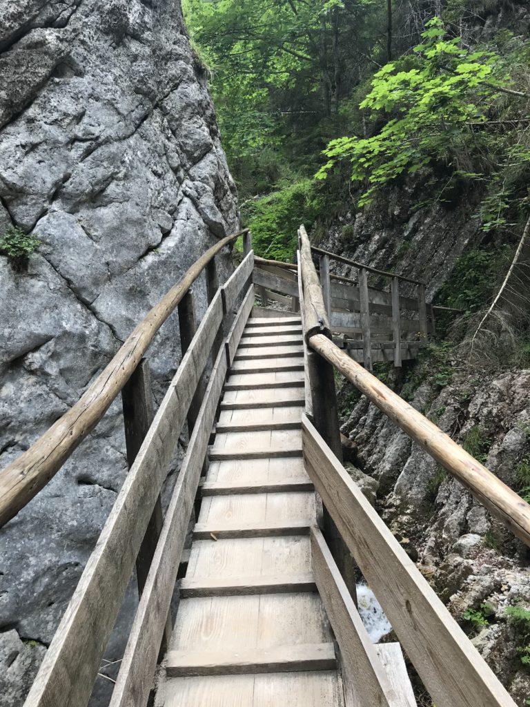 Treppen Wanderweg Silberkarklamm mit Kindern